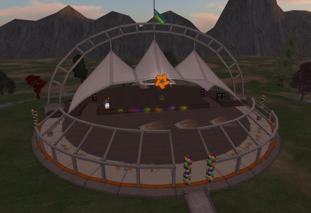 2015-05-20-OSGrid-Event-Plaza-Empty-Stage-Sunset