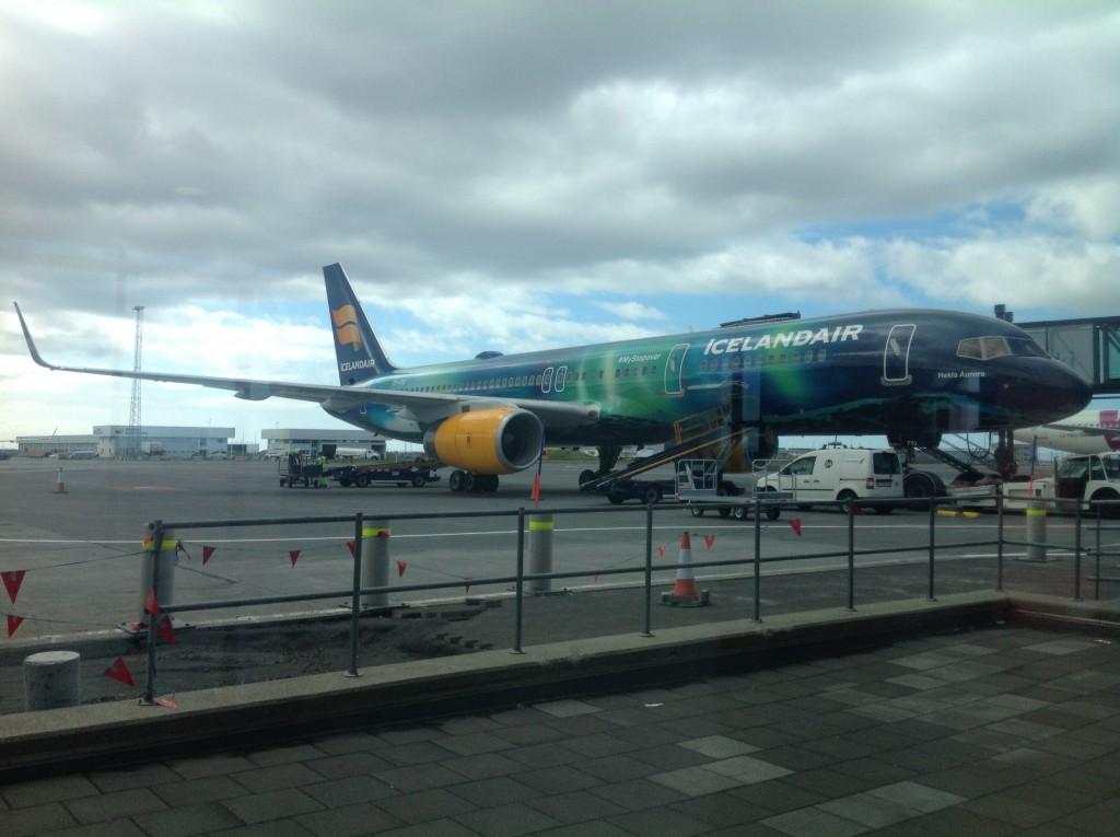 Icelandair-Hekla-Aurora-at-Keflavik-2015-06-25