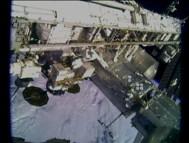 2016-01-15-ISS-Live-Along-Truss